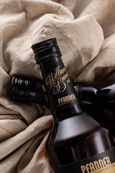 pfanner-williamsbrand-spirituosenflasche-3-300x450@2x